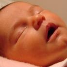 Baby's die niet bij hun ouders slapen hebben meer stress