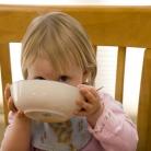 'Baby met handen laten eten verkleint kans op overgewicht'